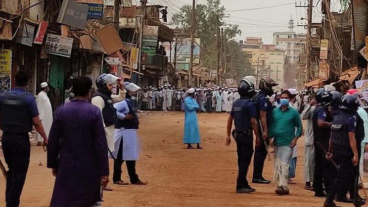 হাটহাজারীতে ভূমি অফিস ভাংচুর ও অগ্নিসংযোগ