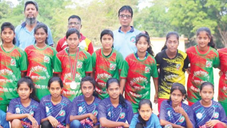 বাঞ্ছারামপুরের কিশোরী ফুটবলের ত্রিরত্ন