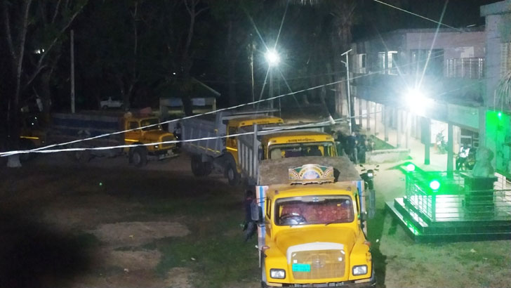 দুর্গাপুরে সরকারি চোরাই পাথর আটক
