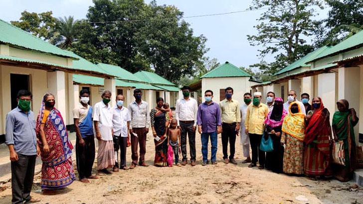 ভূমিহীনদের ঘর নির্মাণে কাজ করছে দুর্গাপুর উপজেলা প্রশাসন