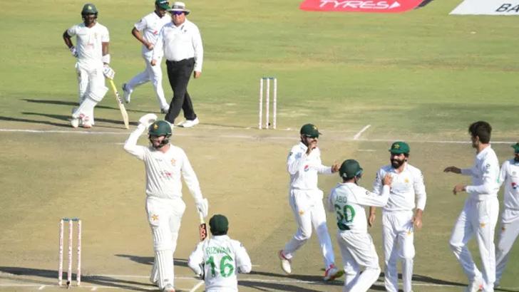 জিম্বাবুয়েকে হারিয়ে টেস্ট ইতিহাসে বিরল রেকর্ড গড়ল পাকিস্তান