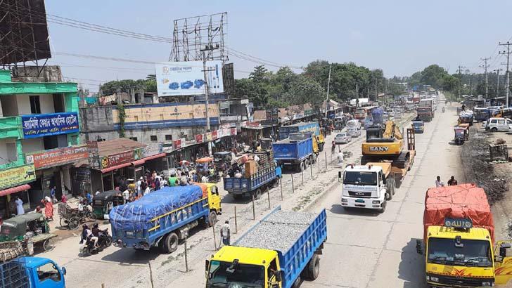 ঢাকা-বঙ্গবন্ধু সেতু মহাসড়কে যানবাহনের চাপ