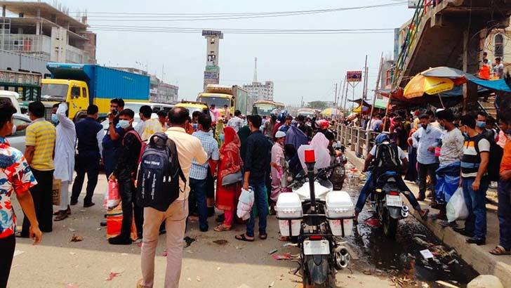 ঢাকা-চট্টগ্রাম মহাসড়কে যাত্রীর চাপ, দিনভর যানজট