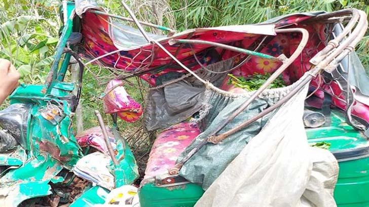 ফেনীতে পিকআপচাপায় ৪ অটোরিকশারযাত্রী নিহত