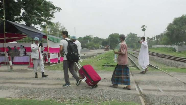 ভারতে 'নেগেটিভ', বাংলাদেশে ঢুকলেই পজিটিভ