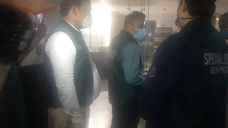 ভারতের টুইটারের অফিসে হানা দেয় দিল্লি পুলিশ। ছবি: এএনআই