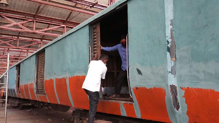 রেল কারখানায় ৪০০ কোচ মেরামতের কাজ চলছে