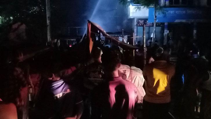 গৌরীপুরে অগ্নিকাণ্ডে দোকান-বাসা পুড়ে ছাই