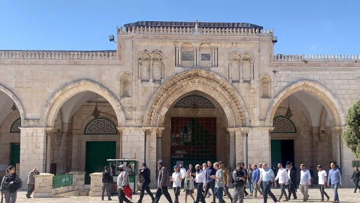 আল আকসা মসজিদ প্রাঙ্গনে নজরদারি করছে ইসরাইলের পুলিশ