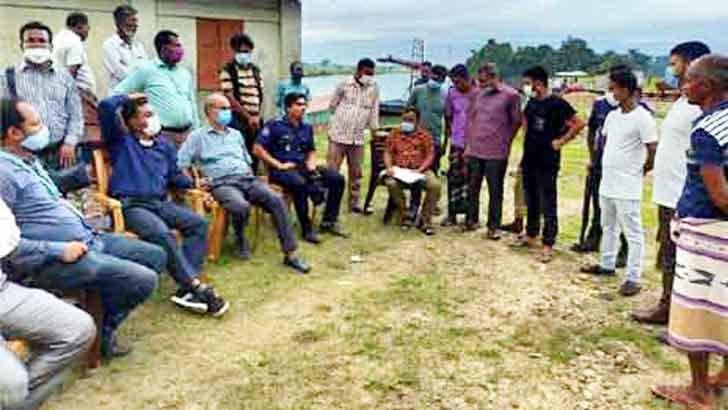 ধোপাজান চলতি নদী: ৮০ লাখ টাকায় বালু-পাথর নিলামে বিক্রি