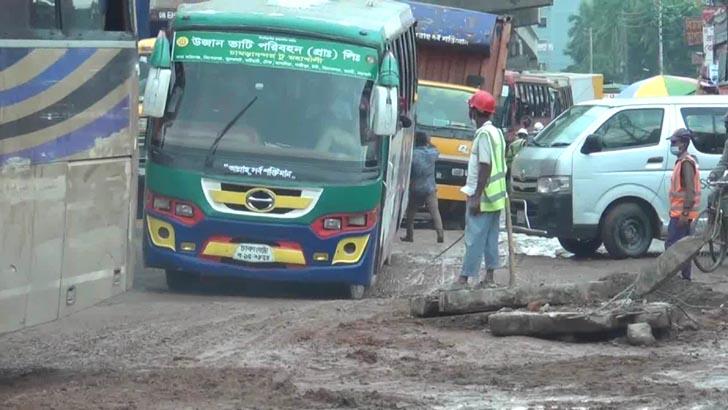 ঢাকা-ময়মনসিংহ মহাসড়কে যানজটে চরম ভোগান্তি, পরিদর্শনে কর্মকর্তারা
