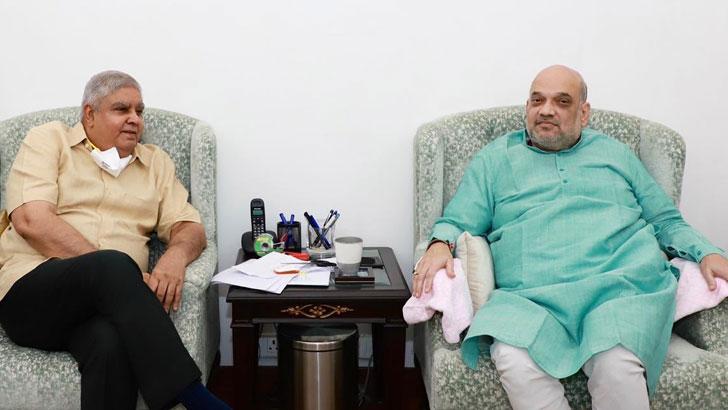 স্বরাষ্ট্রমন্ত্রী অমিত শাহর সঙ্গে বৈঠকে রাজ্যপাল জগদীপ ধনখড়। ছবি: টুইটার