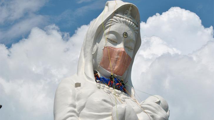 বৌদ্ধ দেবীকে পরানো হলো ৩৫ কেজি ওজনের মাস্ক (ভিডিও)