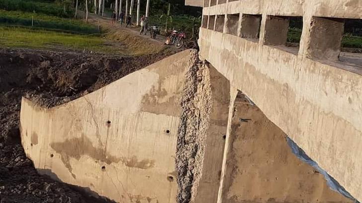 পীরগঞ্জে ৩১ লাখ টাকা ব্যয়ে নির্মিত ব্রিজে ফাটল দেখা দিয়েছে