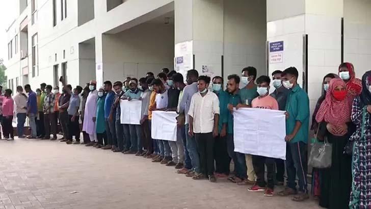 বেতন দাবির আন্দোলনে অচল শহীদ সৈয়দ নজরুল মেডিকেল কলেজ