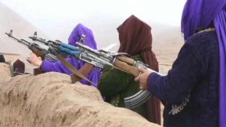 তালেবান ঠেকাতে অস্ত্র হাতে নিলেন আফগান নারীরা
