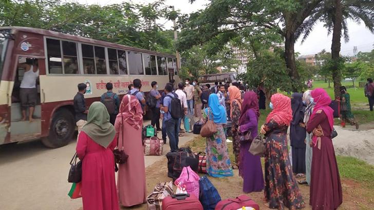 শিক্ষার্থীদের বাড়ি পৌঁছে দিল বিশ্ববিদ্যালয়ের প্রশাসন