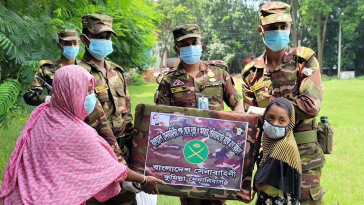 কুমিল্লায় সেনাবাহিনীর উদ্যোগে দরিদ্রদের মাঝে খাদ্যসামগ্রী বিতরণ