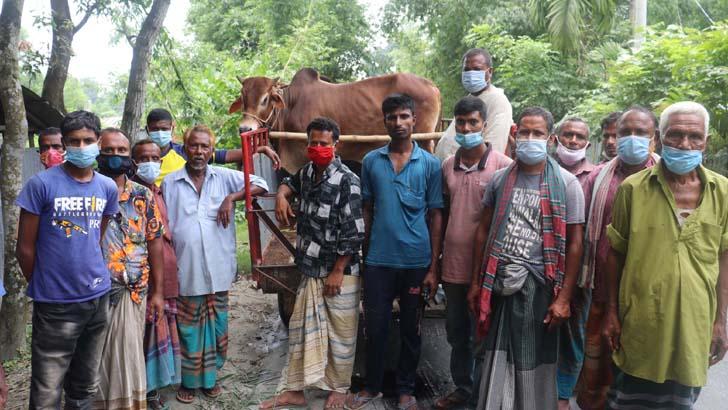 'হাটোত খাড়া হবার দেয় না, দাবর খায়া ফিরি আসি'