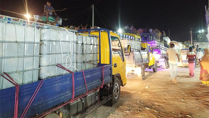 শরীয়তপুর-চাঁদপুর ঘাট: পারাপারের অপেক্ষায় শত শত গাড়ি