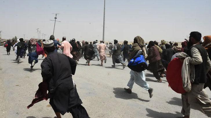 পাকিস্তান সীমান্ত খুলে দেওয়ার পর  আটকে পড়া ৪ হাজার মানুষ আফগানিস্তানে যায়