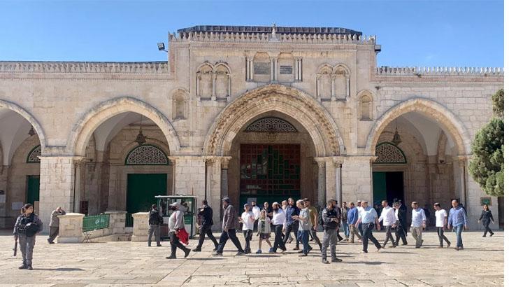 ইসরাইলি সেনাদের পাহারায় আল-আকসায় ঢুকে পড়ল ৪০০ ইহুদি