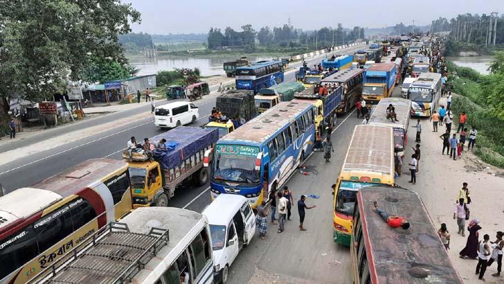 ঢাকা-টাঙ্গাইল-বঙ্গবন্ধু সেতু মহাসড়কে২৫ কিলোমিটার যানজট