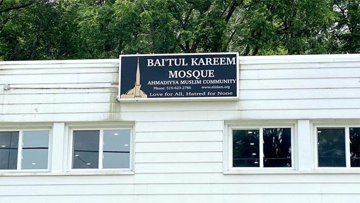 কানাডায় এবার মসজিদে ইসলামবিদ্বেষীদের হামলা