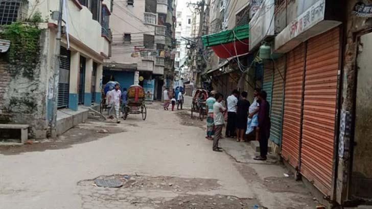 বন্ধ দোকানপাট যানবাহন, আড্ডা পাড়া-মহল্লায়
