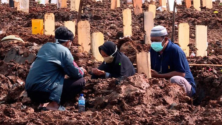 ইন্দোনেশিয়ায় একদিনে রেকর্ড দুই হাজারের বেশি মৃত্যু