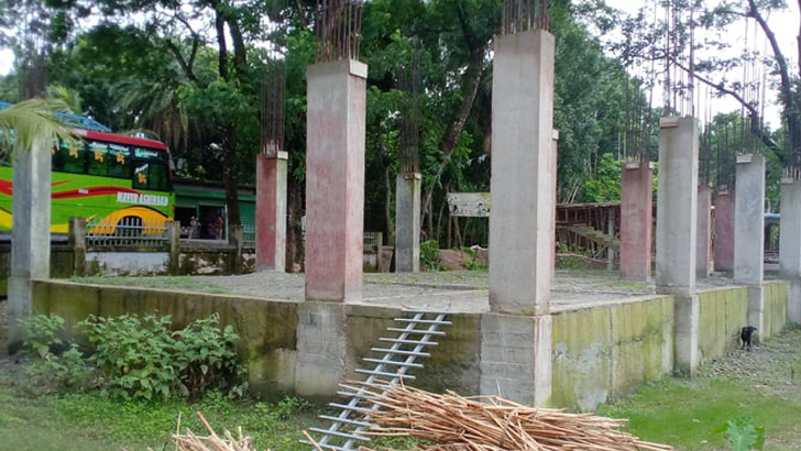 স্কুলের নির্মাণাধীন ভবন