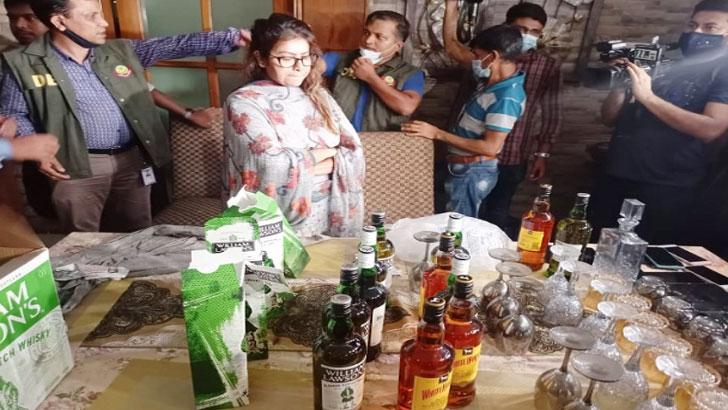 মডেল মৌ ও পিয়াসার বাসায় মিলল বিপুল ইয়াবা-মদ