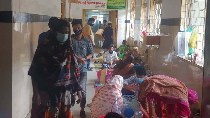চরম অব্যবস্থাপনায় চলছে নারায়ণগঞ্জ কোভিড হাসপাতাল