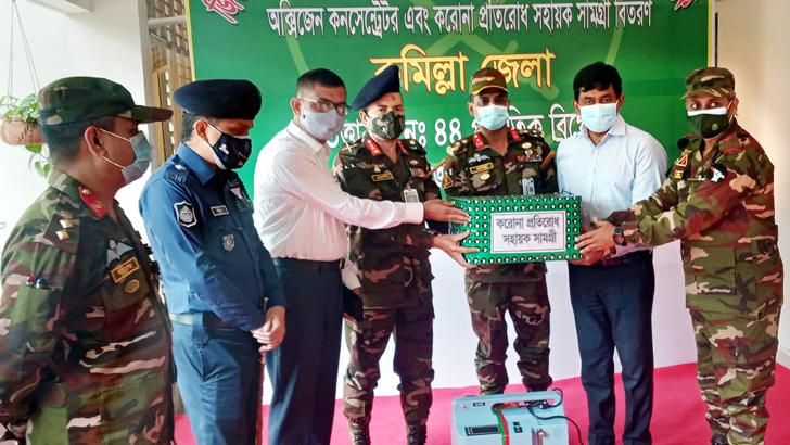 কুমিল্লা স্বাস্থ্য বিভাগে সেনাবাহিনীর করোনা সুরক্ষা সামগ্রী প্রদান
