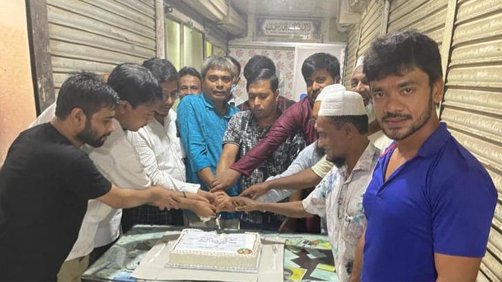 গাজীপুরে কেক কেটে বিএনপির প্রতিষ্ঠাবার্ষিকী উদযাপন ছাত্রদলের