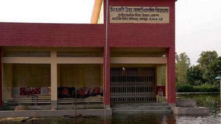 দেলদুয়ারে পানিতে ভাসছে ৩৯ প্রাথমিক বিদ্যালয়