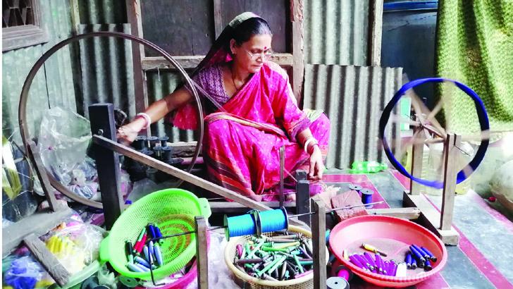 ঘুরে দাঁড়ানোর প্রত্যাশায় টাঙ্গাইলের নারী উদ্যোক্তারা