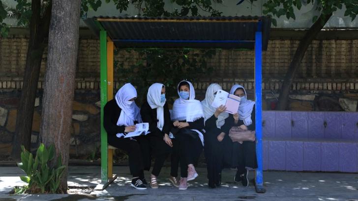 'নিরাপত্তা নিশ্চিত করে মেয়েদের স্কুল খুলবে তালেবান'