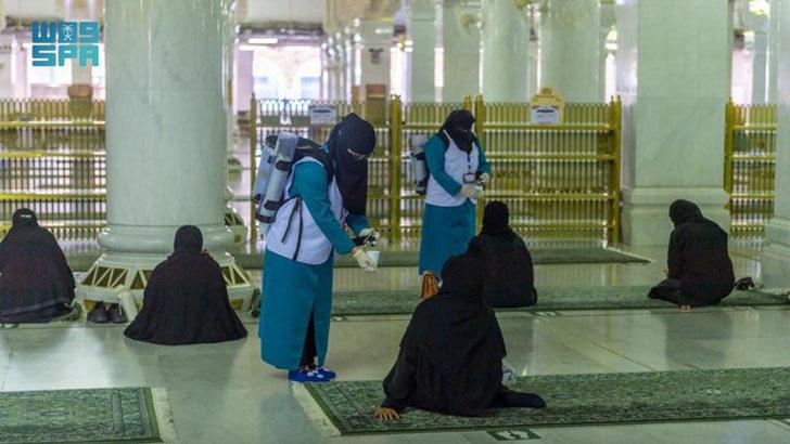 মক্কা-মদিনার দুই পবিত্র মসজিদের জন্য ৬০০ নারী কর্মীকে প্রশিক্ষণ