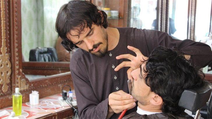 আফগানিস্তানে পথে বসছে নাপিত সেলুন ব্যবসায়ীরা