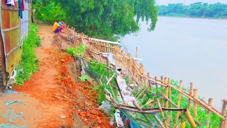 আতঙ্কে কুশিয়ারা নদীর তীরে রাত জেগে পাহারা