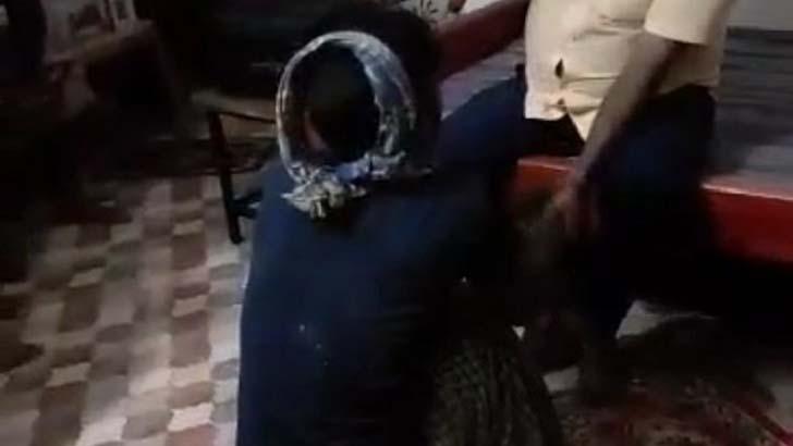 গলায় গামছা পেঁচিয়ে যুবককে বেধড়ক পেটালেন চেয়ারম্যান