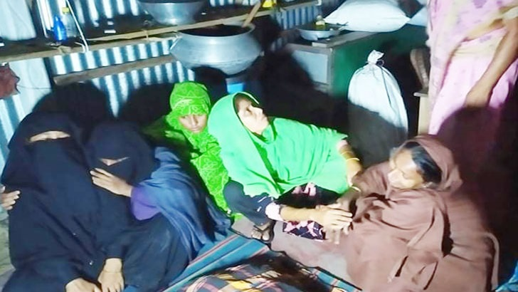 এক মোটরসাইকেলে ৪ জন, ট্রেনে কাটা পড়ে ছেলেসহ বাবা-মা নিহত